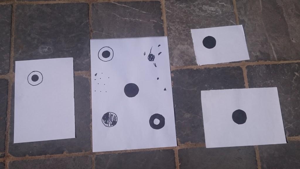 Zwarte vlekken en witte ruimte